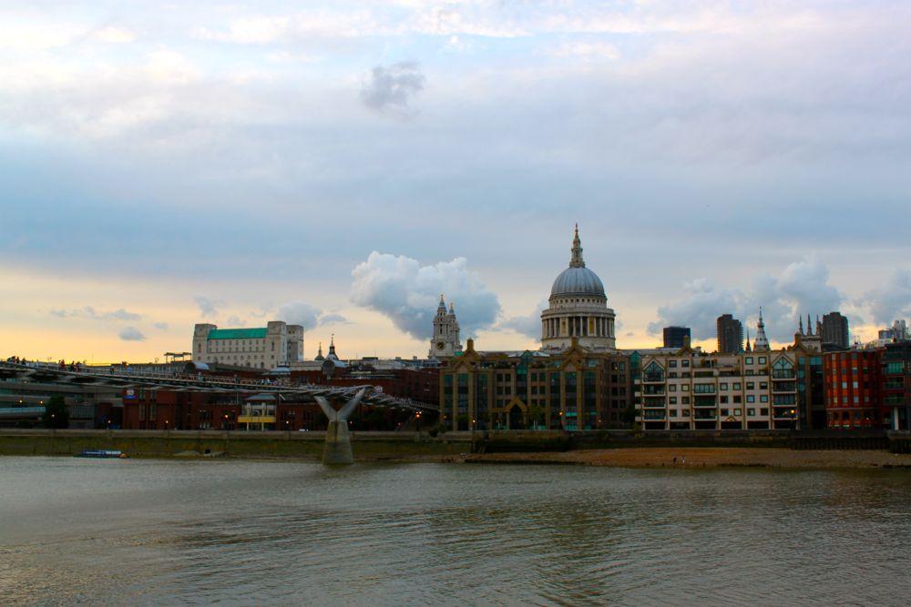 1511 -Millenium Bridge, London