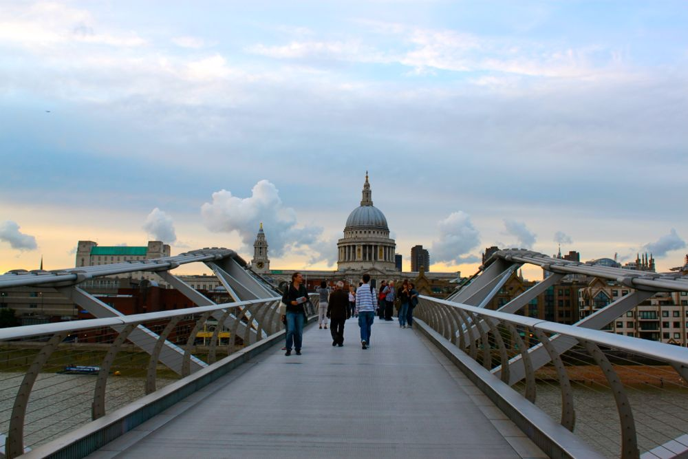 1515 -Millenium Bridge, London