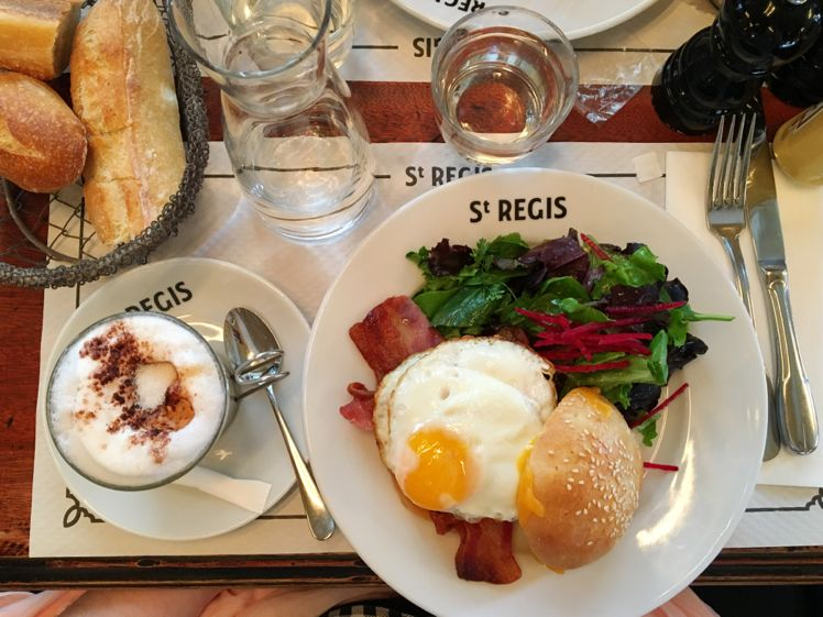 Cafe Saint-Regis