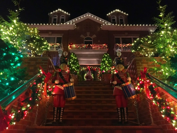 bay-ridge-christmas3