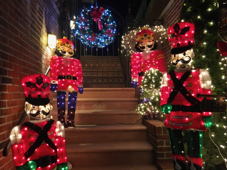 dyker-heights-christmas-lights11