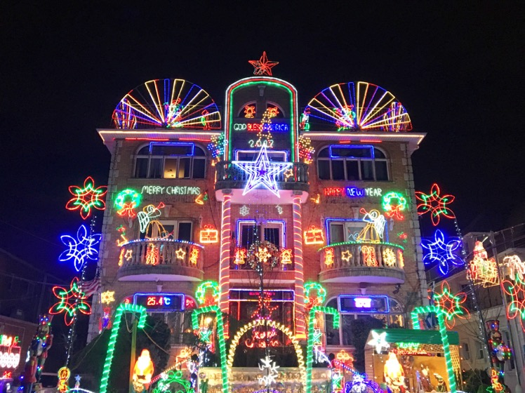 dyker-heights-christmas-lights12
