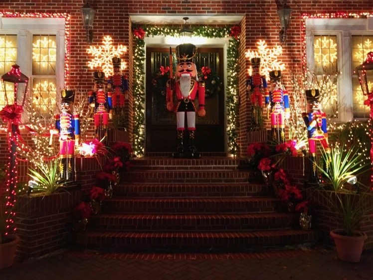 dyker-heights-christmas-lights4